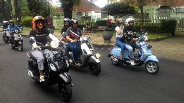 Riding-Bersama-Komunitas-Vespa-dan-Pemain-Film-5-Cowok-Jagoan-di-Malang-b